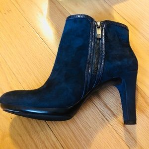 🎀ANNE KLEIN🎀 Navy Blue Suede Booties